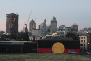 La city et le drapeau aborigène