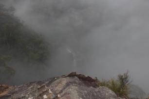 Chute d'eau dans la brume