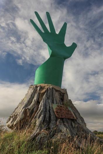 La main de fer, ou verte, ou les deux